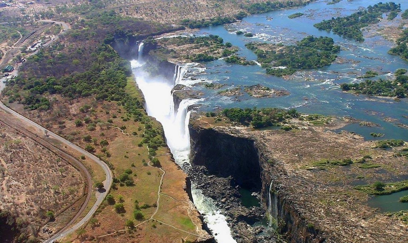 Africa_Chutes_Victoria_001-1680-1000.jpg