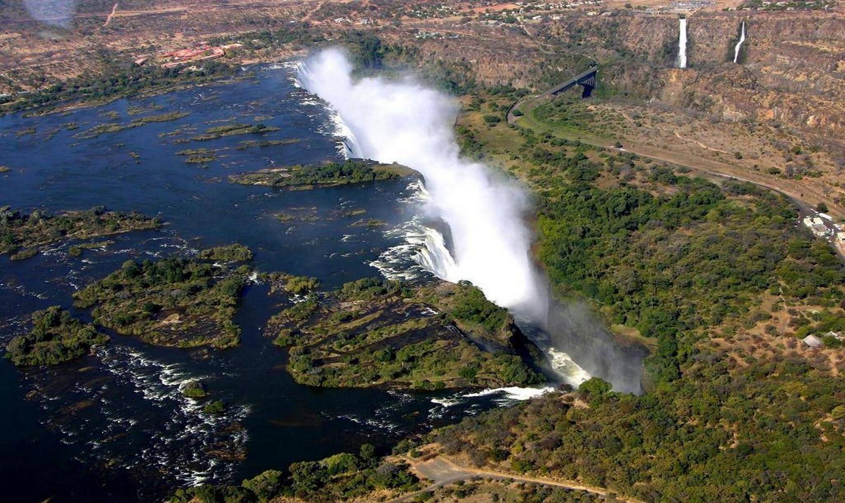 Africa_Chutes_Victoria_002-1680-1000.jpg