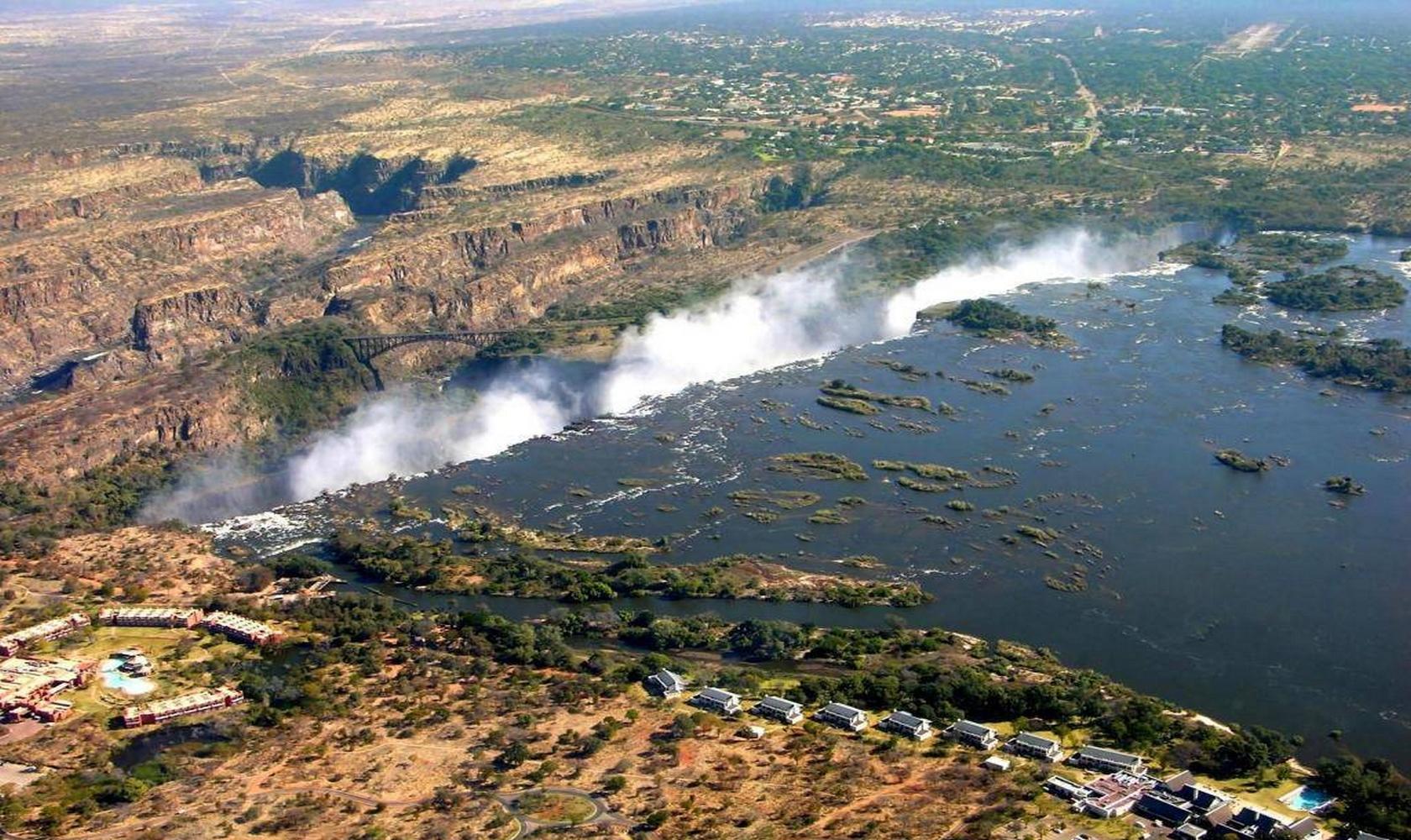 Africa_Chutes_Victoria_004-1680-1000.jpg