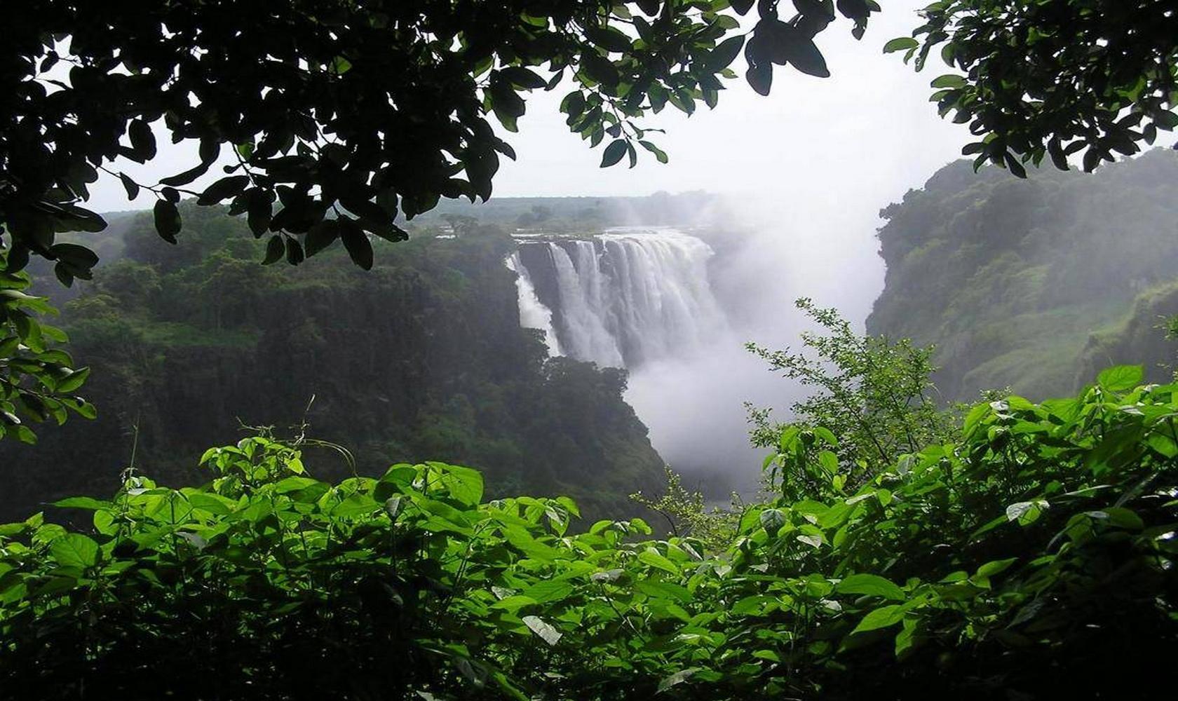 Africa_Chutes_Victoria_009-1680-1000.jpg