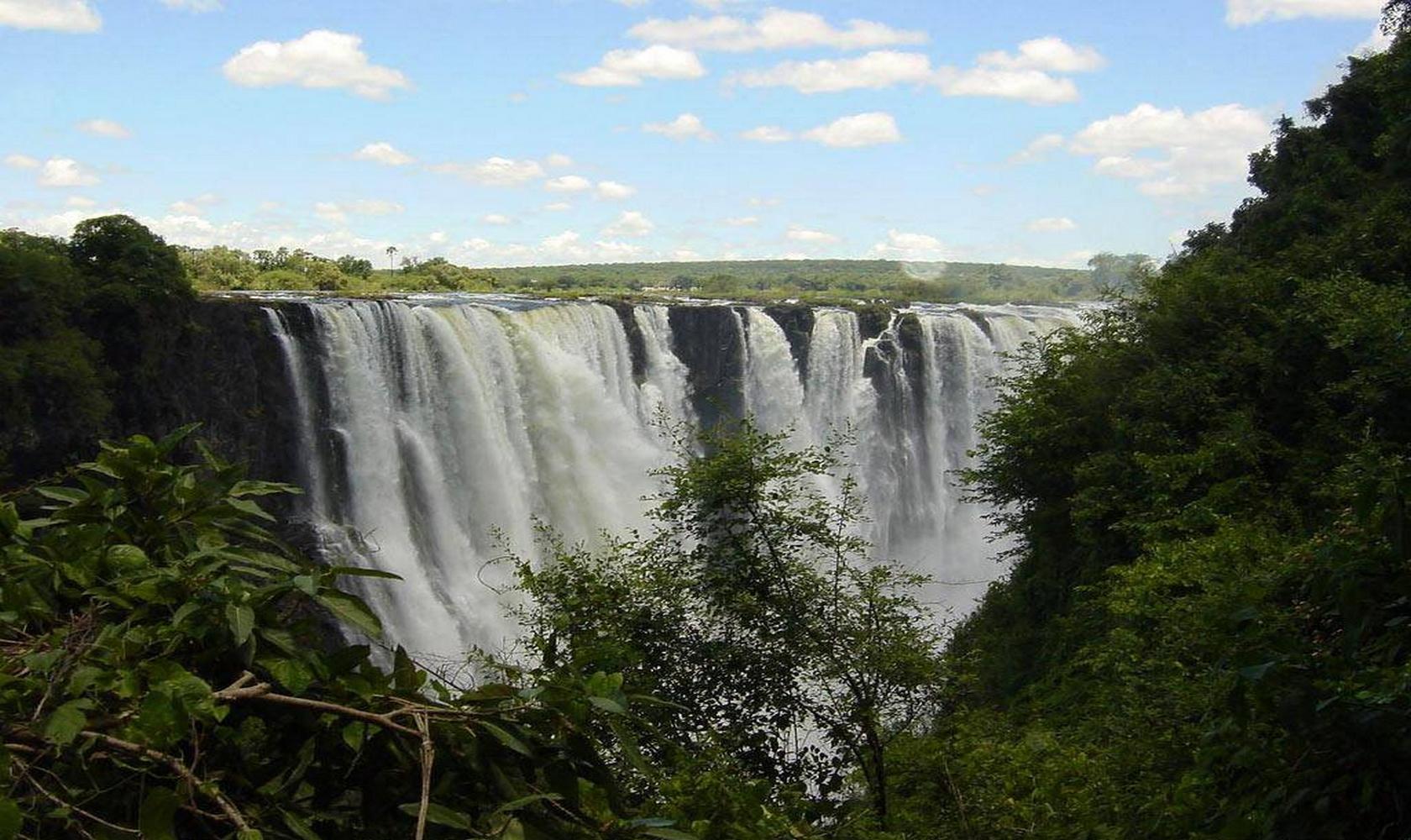 Africa_Chutes_Victoria_015-1680-1000.jpg