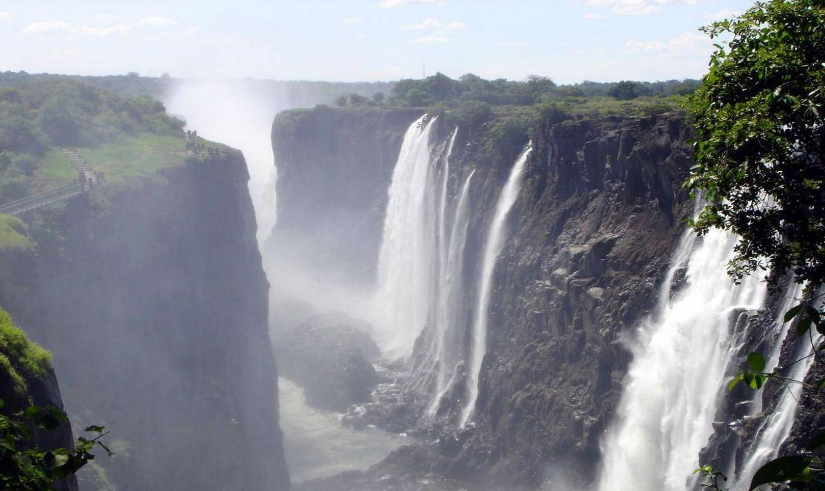 Africa_Chutes_Victoria_016-1680-1000.jpg